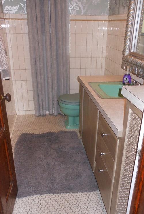 Half Bathroom - Before Photo