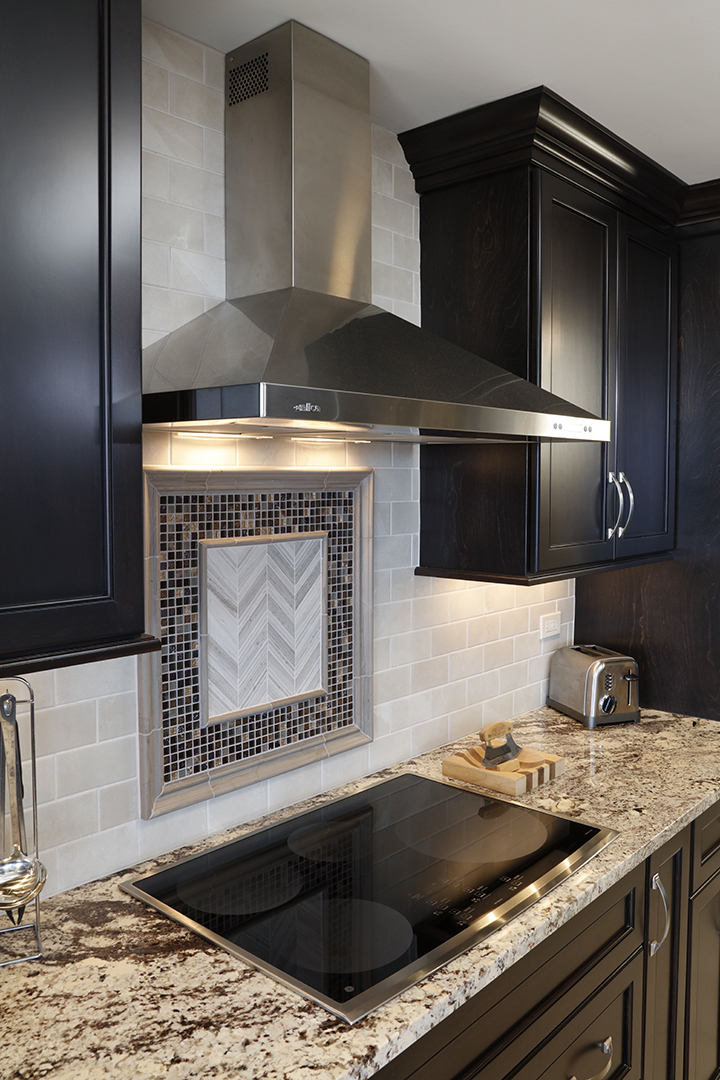 Focal point tile inlay above cooktop