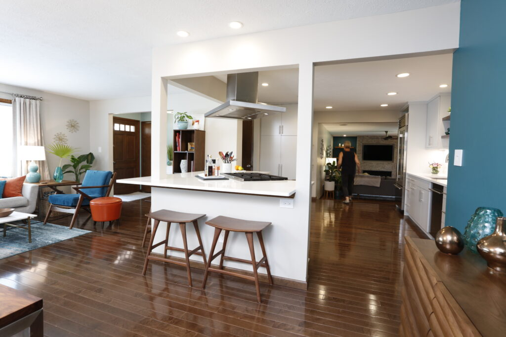 open floor plan with kitchen bar and stools
