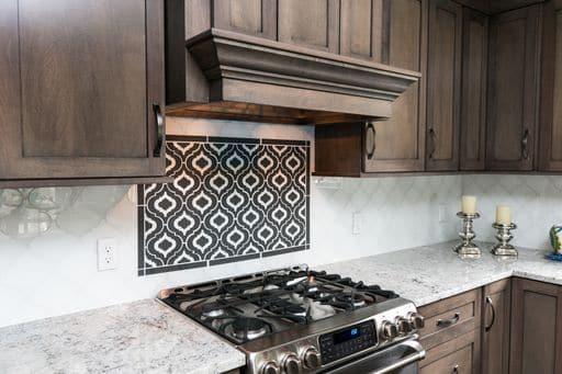 Kitchen with decorative tile backsplash